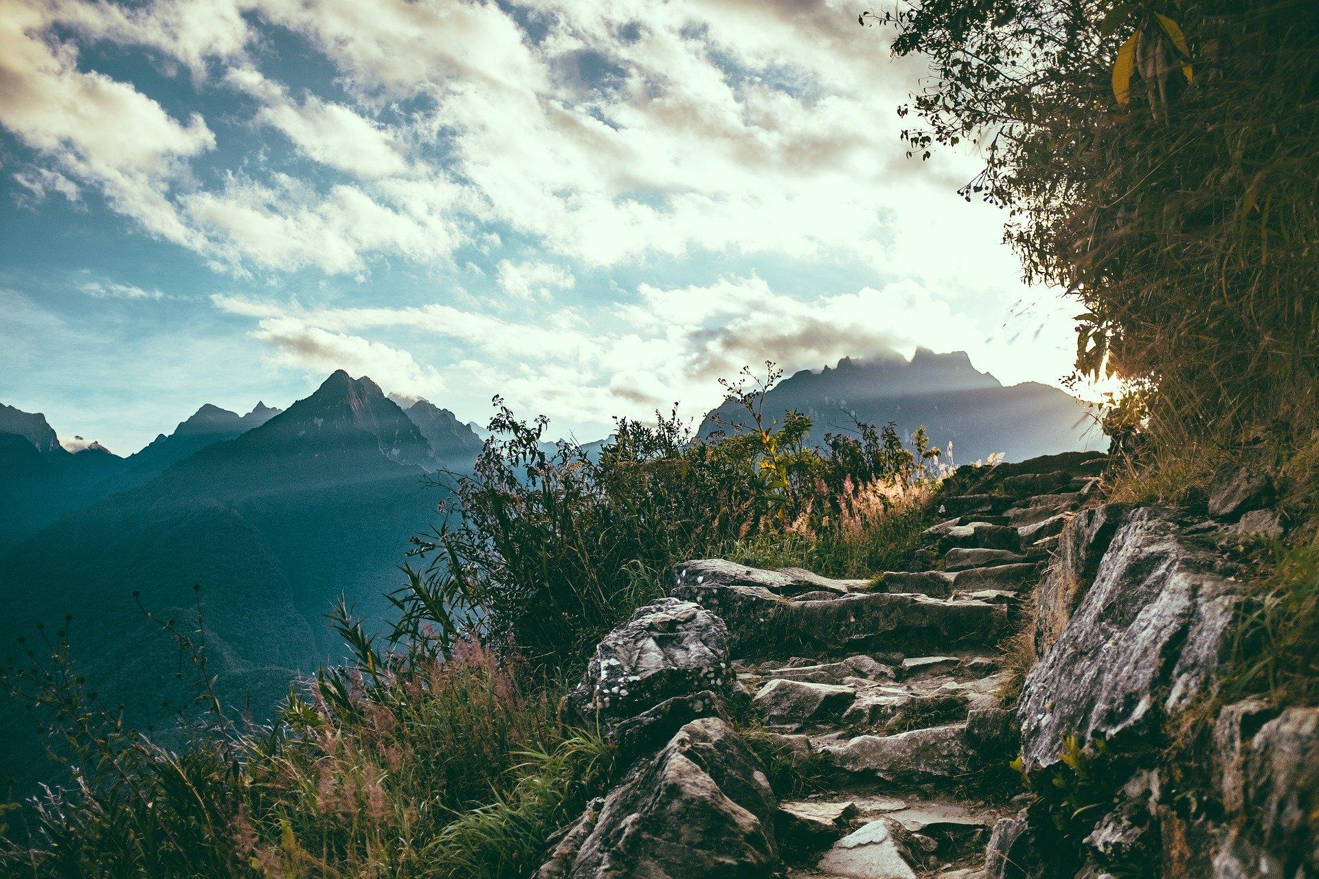 Hintergrundbild - Berg mit Weg